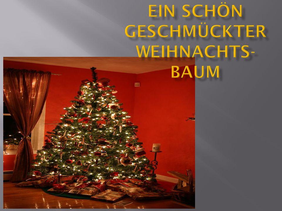 Ein schön geschmückter Weihnachts-baum